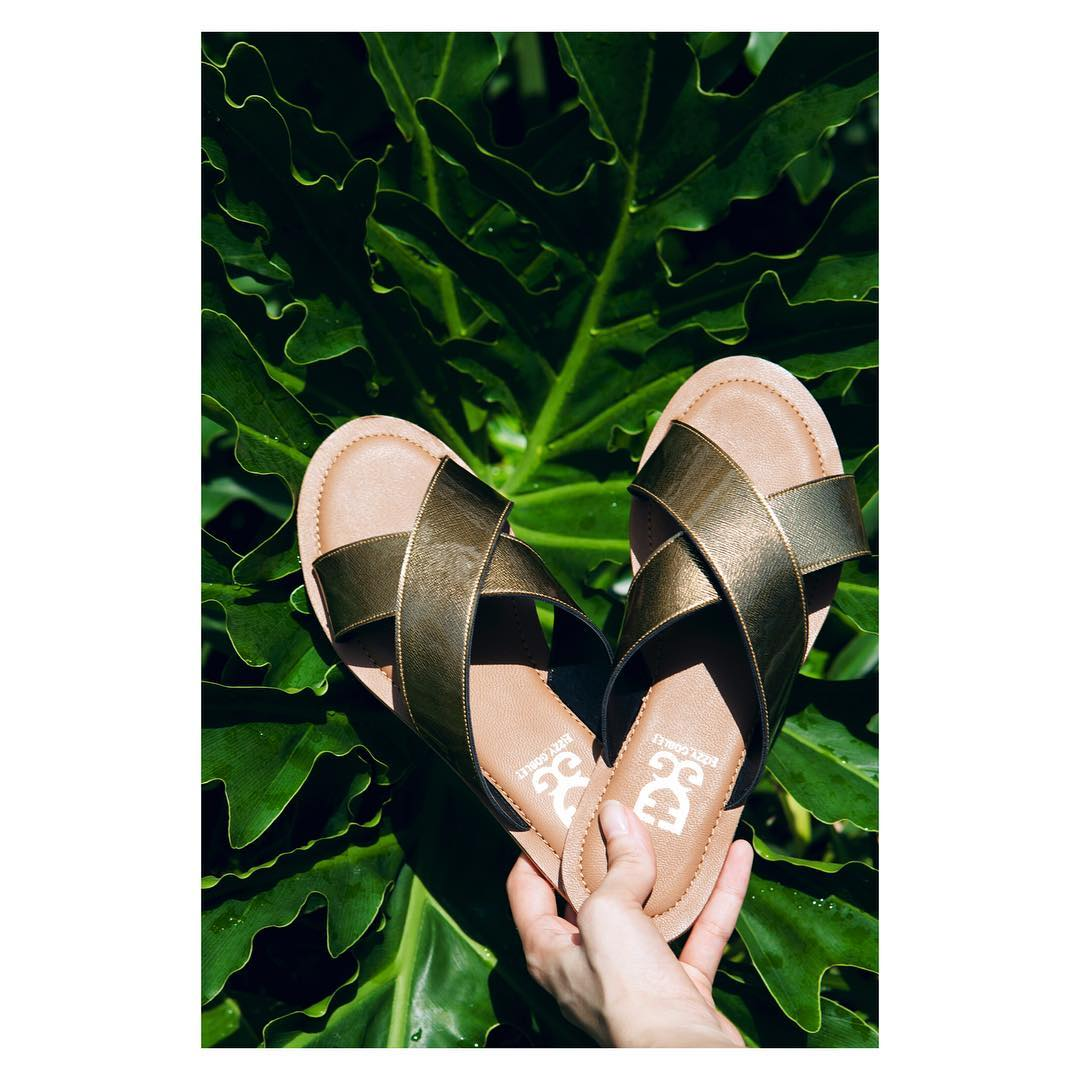Golden sliders Chappals